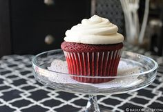 Red velvet cupcakes, Velvet cupcakes and Cream cheese frosting on ...