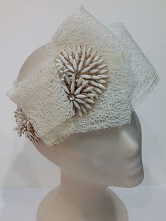 Tocado de novia. Crochet Hats, Fashion, Templates, Bridal Headpieces, Grooms, Knitting Hats, Moda, Fashion Styles, Fashion Illustrations