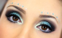 01-maquiagem azul para o carnaval com muito brilho e glamour