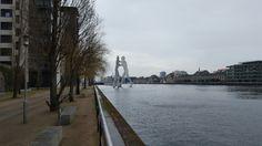 """""""Molecule Man"""" in der Spree, Berlin"""