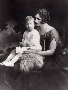 Princess Helen of Greece with her son, Michael. Romanian Royal Family, Greek Royal Family, Michael I Of Romania, Von Hohenzollern, King George I, Grand Duchess Olga, Young Prince, Queen Mother, Rare Pictures
