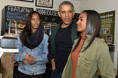 President Obama and his daughters, Malia (l) and Sasha (r).