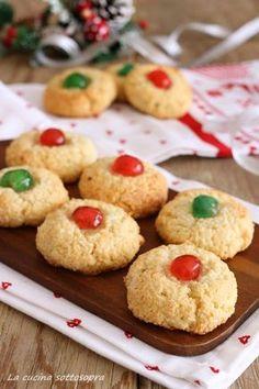 dolcetti di natale alle mandorle ricetta natalizia Christmas Desserts, Christmas Baking, Christmas Cookies, Latte, My Favorite Food, Favorite Recipes, Sweets Cake, Food Allergies, Cupcake Cookies