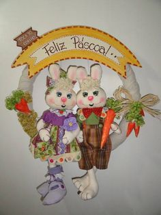 Guirlanda casal de coelhos. Confeccionada em tecido 100% algod�o.