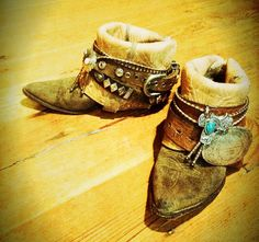 DIY boots - use old belts and buckles