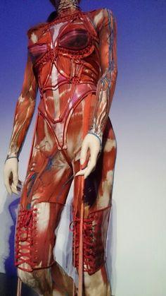 Exposition Jean Paul GAULTIER PARIS jusqu'au 3 août 2015.  Costume porté par Mylene Farmer pour sa tournée  en 2008 ?? Cartel illisible.