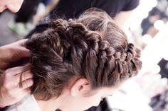Tu peinado de novia en las mejores manos #novias #peinados #bodas