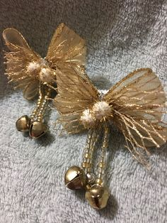 These exquisite bows have a chiffon with gold stripes underlay, a gold fishnet bow, topped with white pom poms with gold sparkles. Beaded tail streamers with bells. These truly one of a kind bows are approximately Gold Hair Bow, Handmade Hair Bows, Christmas Arrangements, Head Bands, Baby Head, Gold Sparkle, Gold Stripes, Ponytail Hairstyles, Fishnet