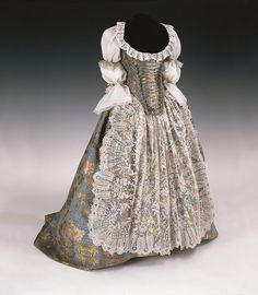fashionsfromhistory:  Court Dress c.1750 Hungary Museum of Applied Arts, Budapest