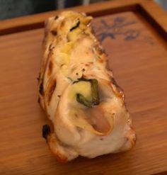 Pour changer des merguez et des saucisses, testez cette recette de poulet garni au barbecue - La Recette