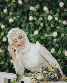 Hijabi Wedding, Wedding Hijab Styles, Muslimah Wedding Dress, Hijab Wedding Dresses, Bridal Dresses, Bridesmaid Dresses, Bridal Hijab, Hijab Bride, Muslim Brides