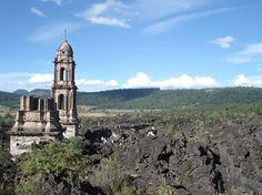 """¿Ya conoces La Iglesia del Viejo San Juan? Esta iglesia quedó sepultada por la lava, salvo las torres y el altar. Se localiza en #Uruapan, entre el mirador y el volcán Paricutín, ahí se encontraba """"el cristo de los milagros"""" quien era el patrón del pueblo, en la actualidad se encuentra en San Juan Nuevo."""