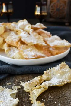 Chiacchiere di Carnevale are a crispy fried Italian pastry which are popular during carnvale and many other celebrations. Try stopping at just one - impossible! Italian Cookie Recipes, Italian Cookies, Italian Desserts, Italian Pastries, Sweet Pastries, French Pastries, Crostoli Recipe, Chrusciki Recipe, Best Oil For Frying