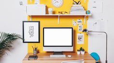 Which home office colors many people favor this year? From bold to atmospheric, here are four options for a modern home office. Cores Home Office, Home Office Colors, Home Office Decor, Office Desk, Stickers Design, Design Typography, Pink Home Decor, Table Design, Organizing Your Home