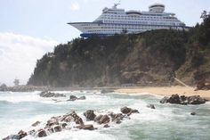 15. A boat-shaped tourist hotel in South Korea