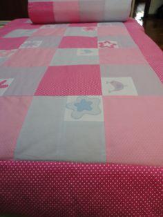 Enxoval de Bebê - Kit mini cama com colcha matelassê e almofadas, confeccionados por Maete Atelier. Para encomendar envie um e-mail para teresi@globo.com