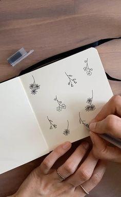 Easy Flower Drawings, Flower Sketches, Art Drawings Sketches Simple, Easy Drawings, Bullet Journal Banner, Bullet Journal Writing, Doodle Art Drawing, Mandala Drawing, Floral Drawing