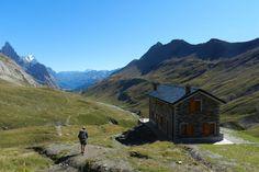 Vers le refuge Elisabetta, Val Veny, Italie. Tour du Mont-Blanc, en randonnee pedestre. La Presse