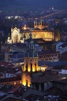 Vitoria-Gasteiz, Basque Country, Spain. Casco Viejo. Visitas-Excursiones