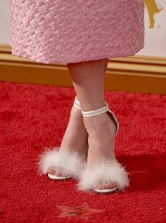 Pin for Later: Erst die richtigen Accessoires brachten den Glanz & Glamour auf den roten Teppich der Emmys Maisie Williams