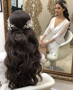 Hairs mariage mariagecoiffure coiffure chic and stylish wedding hairstyles for short hairs Long Hair Wedding Styles, Wedding Hair Down, Wedding Hair And Makeup, Gown Wedding, Lace Wedding, Wedding Cakes, Wedding Rings, Wedding Dresses, Bridal Hair With Veils
