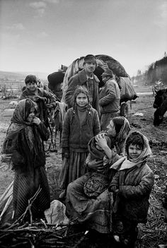 Yves Leresche photographe suisse lausanne - photo reportage - Gypsies . Rroms . Rroma . Tsiganes . Tziganes