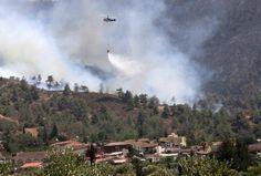 Εκκενώνονται χωριά στην Κύπρο λόγω της ανεξέλεγκτης πυρκαγιάς