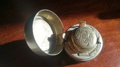 Hey, I found this really awesome Etsy listing at https://www.etsy.com/ca/listing/464124543/antique-victorian-travelling-inkwell
