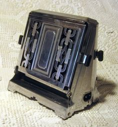 The Aristocrat 1930s vintage toaster