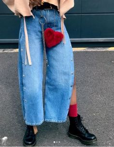 """drmartensofficial: """"Love your Doc's. Heart accessories look best with a pair of 1460 boots. Worn by kimberlyskinny. Red Fashion, Denim Fashion, Fashion Boots, Fashion Outfits, Street Fashion, Dr Martens Style, Doc Martens, Fashion Killa, Jeans"""