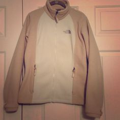 The North Face Fleece Tan/Cream Size M Gently Used