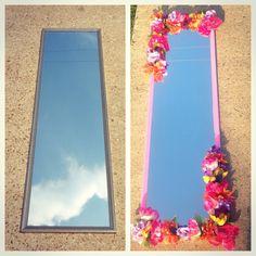 DIY dorm room decor .. Flowered Mirror Link to tutorial ----- > http://youtu.be/GY_z4ac6BhM