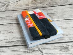 Doppel-Pennal Jeans-pink-orange-gelb Orange Fabric, Orange Yellow, Pink, Jeans, Etsy, Knives, Reading Glasses, Beautiful Bags, Hand Sewn