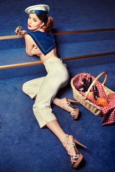 Kolekcja 2011 - Vena Uniformy Capri Pants, Model, Fashion, Moda, Capri Trousers, Fashion Styles, Scale Model, Fashion Illustrations