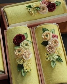 Roll Cake . 돌돌말이 롤케익 위에 꽃으로 장식하면 근사해지죠^^ . #flower #buttercream #butter #waxflower #handmade #roll #rollcake #koreanflowercake #koreanbuttercream #cake #bijoucake #生なまクリーム #ロール #freshcream #instacake #꽃케이크 #생크림롤케이크 #롤케이크 #수제케이크 #버터크림 #왁스꽃 #꽃 Buttercream Cake Designs, Buttercream Flowers, Fancy Cakes, Mini Cakes, Baking Cupcakes, Cupcake Cakes, Swiss Roll Cakes, Yule Log Cake, Cake Roll Recipes