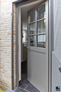 Exterior door in PVC / plastic, gray - Lilly is Love House Front Door, House Entrance, Entrance Doors, Exterior Gris, Exterior Doors, Best Front Doors, Back Doors, Pvc Ramen, Aluminium Windows And Doors