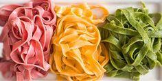 Для того, чтобы приготовить цветнуювегетарианскую лапшу без яиц, нам понадобится: 100 гр. муки 3 ст