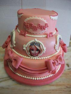Bolo tema Barbie ( bolo inspirado em imagem retirada da net)