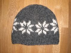 Very nice dark grey and white handknitted hat/cap made of wool from Iceland called lopi, Grey And White, Dark Grey, Icelandic Sweaters, Cowls, Knitting Stitches, Yarn Crafts, Knitted Hats, Knit Crochet, Beanie