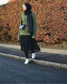 Super Skirt Hijab Casual Winter 43 Ideas All the Fashion Stuff I like Hijab Casual, Stylish Hijab, Hijab Chic, Street Hijab Fashion, Muslim Fashion, Modest Fashion, Fashion Outfits, Winter Skirt Outfit, Winter Outfits