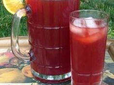 Cranberry Iced Tea Cape Cod Style Recipe - would use agave instead of sugar to make it healthier. Tea Cocktails, Juice Drinks, Smoothie Drinks, Non Alcoholic Drinks, Fun Drinks, Beverages, Yummy Drinks, Smoothies, Juice Smoothie
