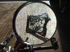 Experimental jewelry. Glass, moss and tin. By Jessica Gálvez