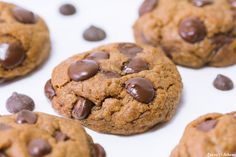 The BEST Vegan Chocolate Chunk Cookies made with coconut oil! Perfectly soft, thick and gooey in the middle & chewy around the edges! Best Vegan Chocolate, Vegan Chocolate Chip Cookies, Cookies Vegan, Chocolate Chips, Vegan Dessert Recipes, Vegan Sweets, Vegetarian Recipes, Healthy Treats, Healthy Desserts