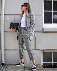 Plaid Blazer / Fall street style fashion #plaidblazer #fashionweek #fashion #womensfashion #streetstyle #ootd #style  / Pinterest: @fromluxewithlove Plaid Blazer, Parachute Pants, Harem Pants, Harem Jeans