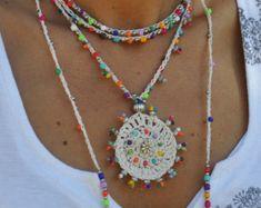 Indigo azul TRIBAL MANDALA crochet boho collar de abalorios ganchillo collar joyería étnica hippie estilo mandala colores plata espiral por PanoParaTanto