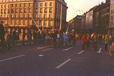 Genève, 25 Novembre 1973 - Premier dimanche sans voitures sur le Pont du Mont Blanc 02/05