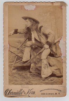 Capt Jack Crawford .. Poet Scout, Western Fighter, Custer Explorer. Vintage Cab Card Jack Crawford, Wild West Outlaws, Les Scouts, Western Saloon, Vintage Images, Vintage Pictures, Cowboys And Indians, Captain Jack, Mountain Man