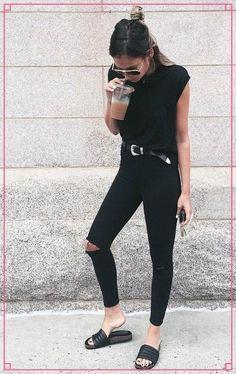 Mais uma tendência que veio lá dos anos 90, as Slide Sandals, voltaram com tudo, e estão nos pés de várias fashionistas do mundo todo.