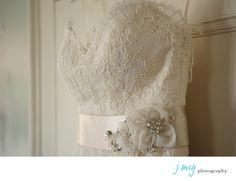 Wedding Photographer Dallas | Best Wedding Photographer Dallas | J May Photography | Jen Mabray | Wedding Dress Belt