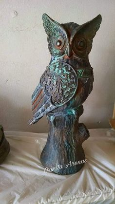 #buho#óxido# oxide# fauxfinish#falsoacabado#oriettaarenas# Fairy Statues, Ceramic Workshop, Silent Night, Cute Owl, Paper Clay, Sculpture Art, Owls, Macrame, Decoupage